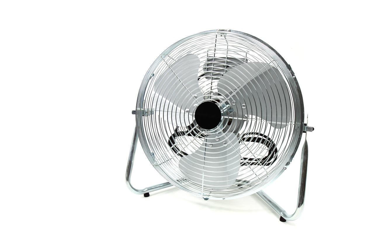 扇風機の収納場所がないときの収納方法|分解してコンパクトに保管!